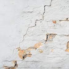 الخدمات التي تقدمها شركة مفتاح الدقة في تصليح تشققات الجدران